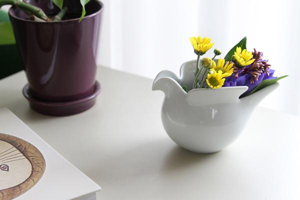 ポットを花瓶として使っている画像