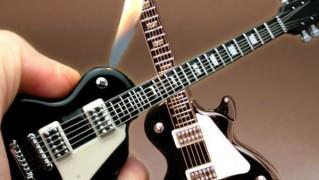 リアルなエレキギター型ライタ「ELECTRIC GUITAR LIGHTER」の画像