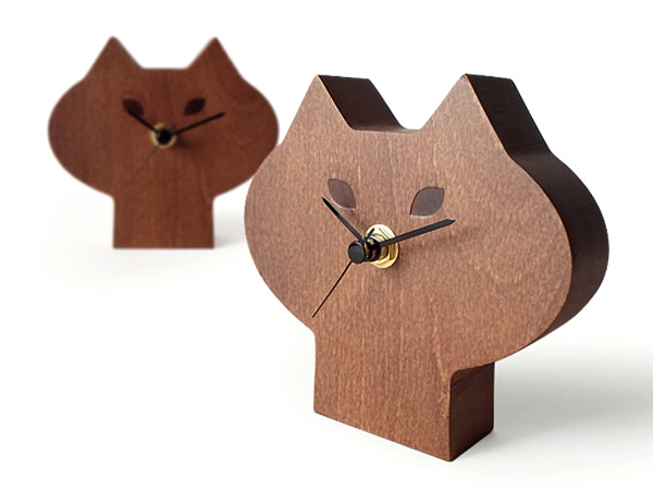 ひげねこ時計を斜め前から見た画像