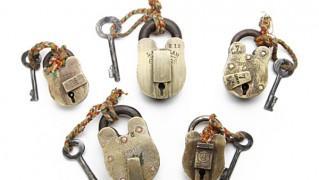 ヴィンテージの真鍮製南京錠「Old Brass Padlock」