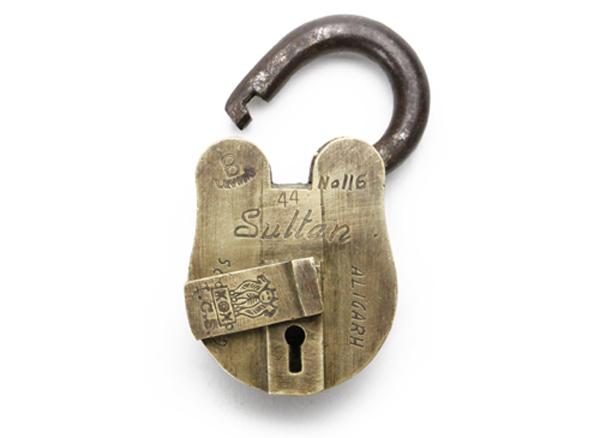 鍵穴のフタ部分の画像
