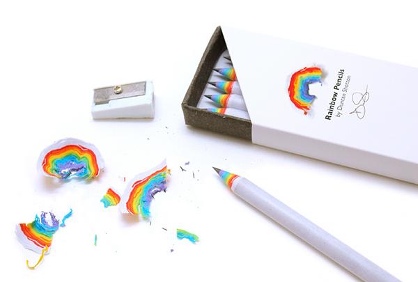 虹が現れる鉛筆「レンボーペンシル」の画像