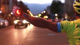 ウインカーになるグローブ「Zackees Turn Signal Gloves」の画像