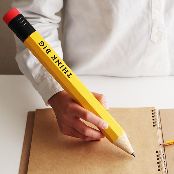 太くて長い鉛筆「thinkbig」の画像