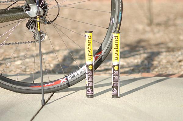 スタンドを自転車に取り付けた画像