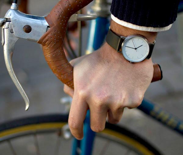 シンプルな腕時計「stock」の画像