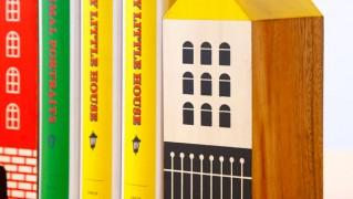 家型の木製ブックエンド「HOUSE BOOK END」の画像