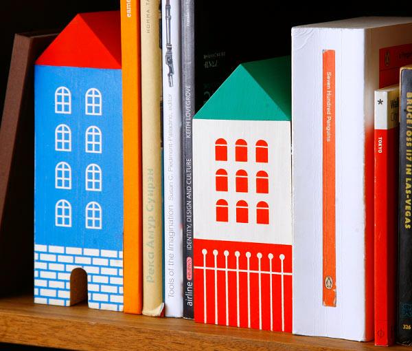 本棚でHOUSE BOOK ENDを使っている画像