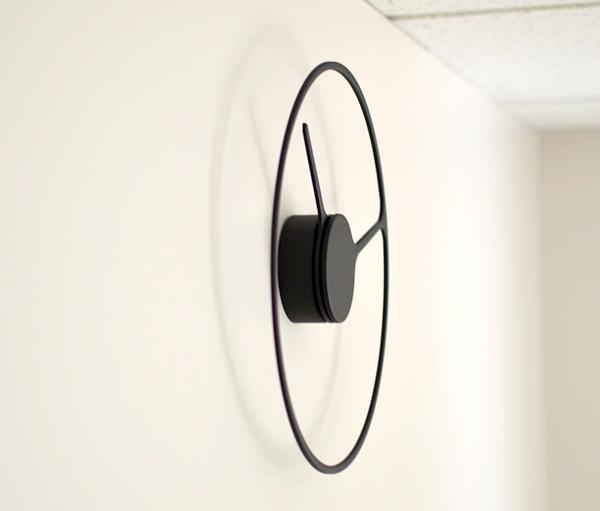 Stelton Time Clockを壁にかけて使っている画像