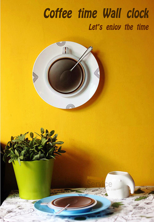 Coffee Time Wall Clockを壁にかけている画像