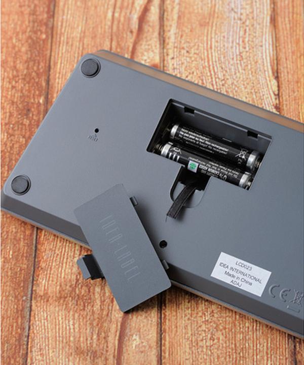 時計裏側の電池を入れる部分の画像