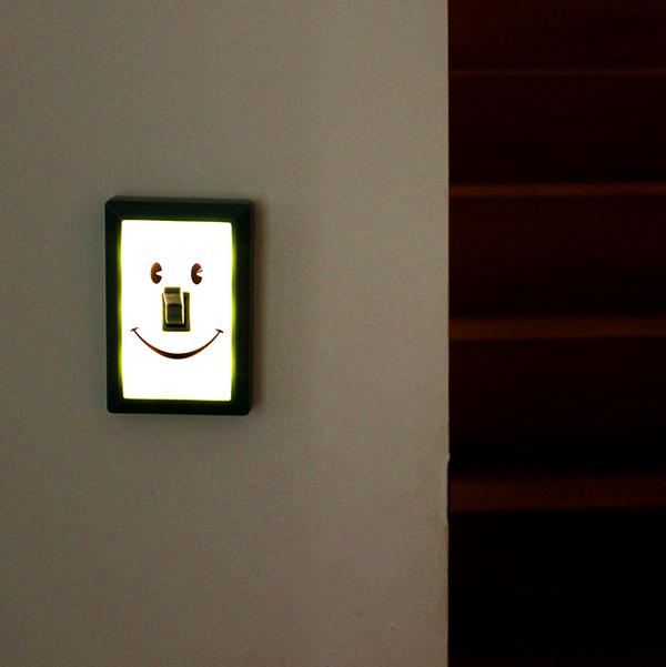 壁に「Smile Switch」を付けた画像