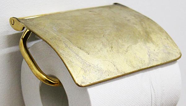 真鍮むき出しのトイレットペーパーホルダーの画像