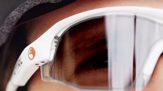 自動調光サングラス「CTRL ONE」の画像