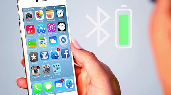 バッテリー残量をスマホで確認している画像