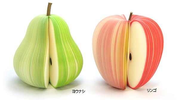 洋なしとリンゴのフルーツメモを並べた画像