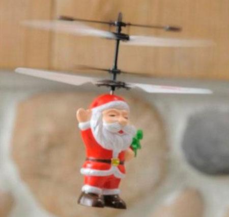 フライングサンタが飛んでいる画像