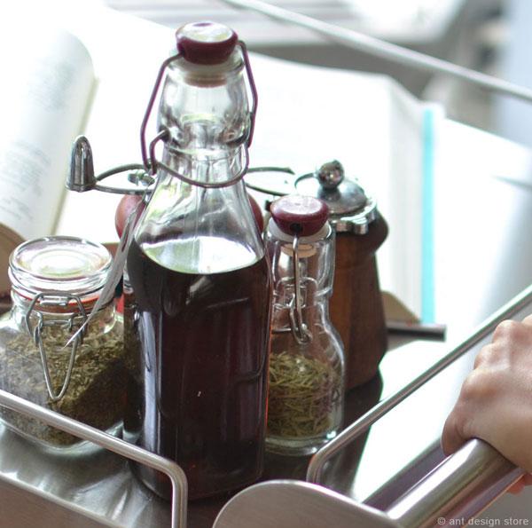 アンティークデザインのガラス容器