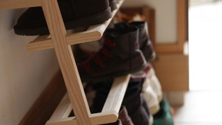スリムな木製シューズラックの画像