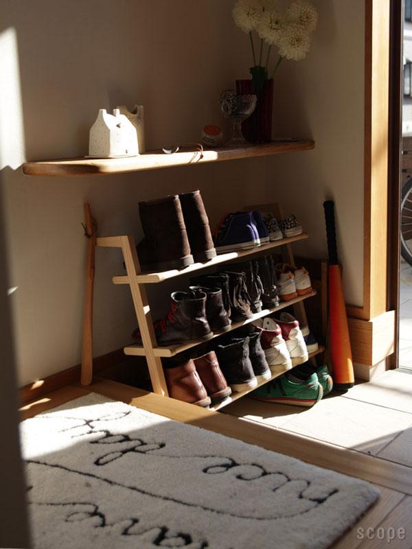 3段のSIDE BY SIDE Shoe Rackを玄関で使っている画像