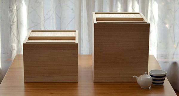 2種類のサイズの米びつを並べた画像