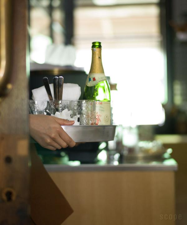 TANKER2で食器を運んでいる画像