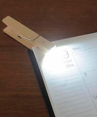 手帳にクリップライトを使っている画像