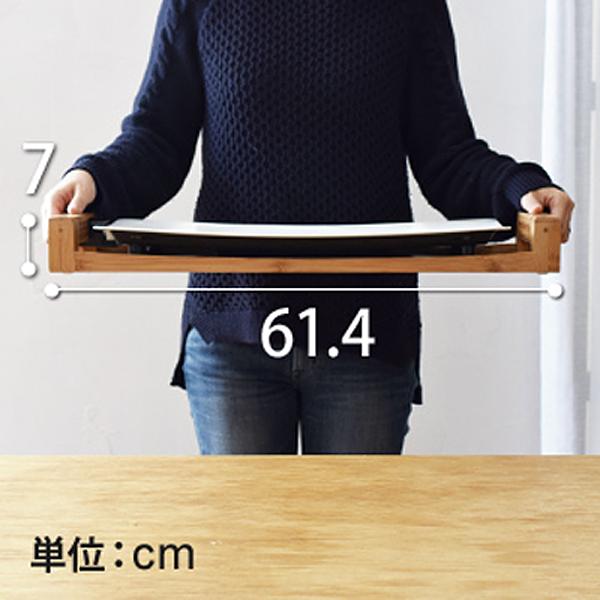 テーブルグリル ピュアを女性が両手で持っている画像