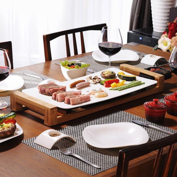 テーブルグリル ピュアをテーブルの上に置いた画像