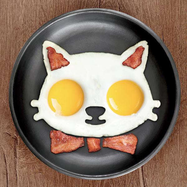 ファニーサイドアップで作ったネコの顔の目玉焼きの画像