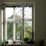 窓際を飾るガラスのしずく。北欧モビール「イッタラ アテネの朝」